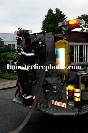 SYOSSET FD AVON CT MATTRESS FIRE 8-15-17