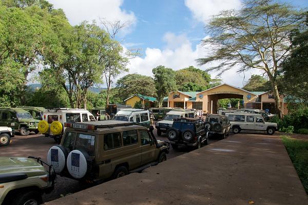 Very crowded at NgoroNgoro entrance, we miss Serengeti!