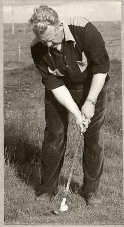Jakob V. Hafstein (1914-1982) varð þrívegis Reykjavíkurmeistari og lék til úrslita á fyrsta Íslandsmótinu árið 1942. Lesa má um þá viðureign í bréfi sem hann sendi föður sínum. http://www.golfmyndir.is/Kylfingur/Kylfingur-19351959/1942/i-p5wpHF9/A Jakob, sem starfaði sem lögfræðingur en hafði hæfileika á öðrum sviðum. Hann málaði myndir, orti ljóð og söngtexta og söng inn á plötur eins og heyra má hér: https://www.youtube.com/watch?v=0kZ76r9mRa4
