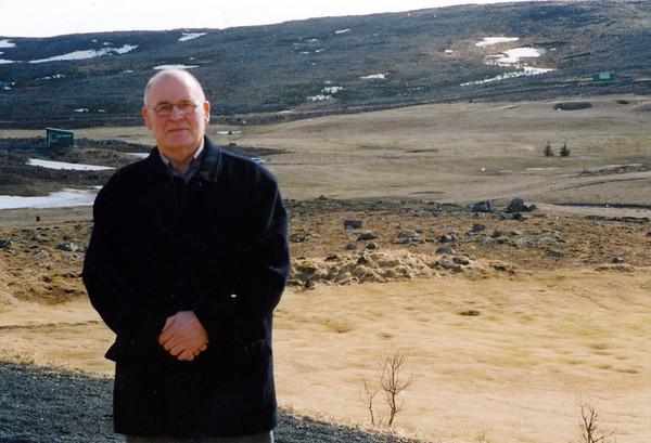 Svan Friðgeirsson, var formaður vallarnefndar GR á tímum þar sem fjármunir klúbbsins voru af mjög skornum skammti en verkefnin stór. Hann var einnig formaður klúbbsins tvö tímabil 1970-73 og 1976-8.Myndin er tekin fyrir viðtal í Kylfingi.