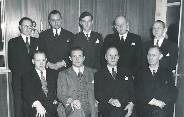 Stjórn GR 1948-49 ásamt forseta GSÍ.