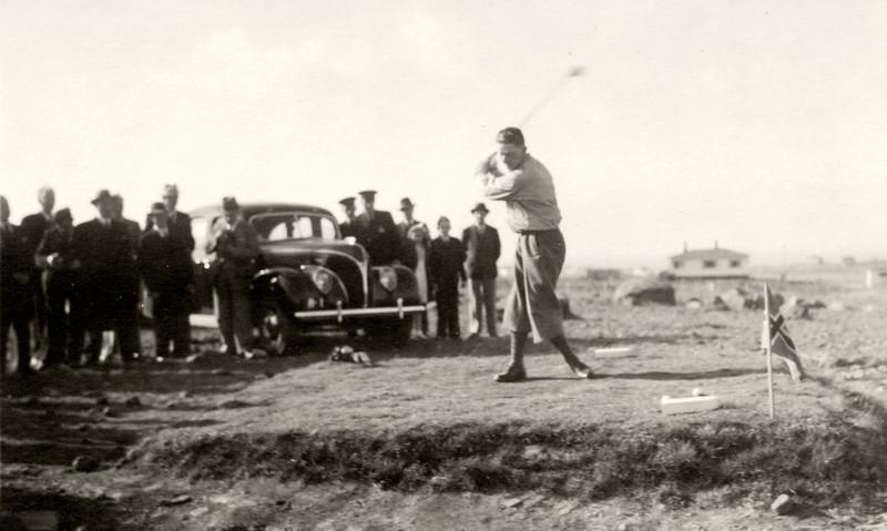 Vígsluhögg golfvallarins