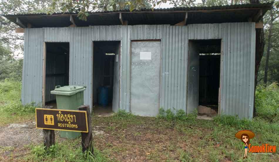 ห้องน้ำ ลานกางเต๊นท์ อุทยานแห่งชาติไทรทอง