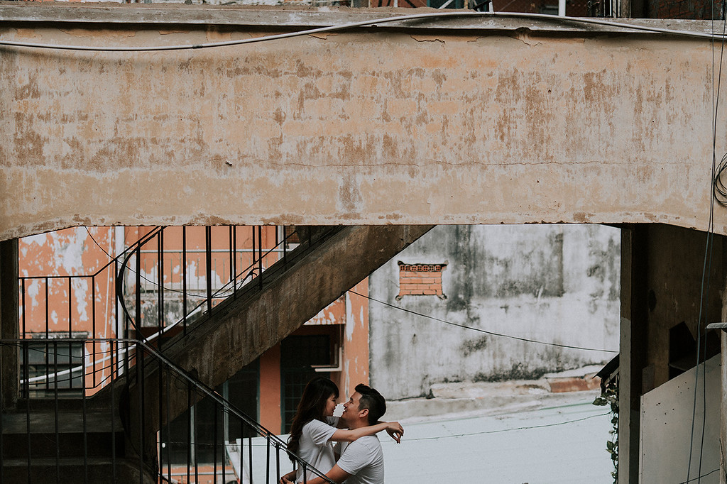 Intimate Saigon Engagement Shooting