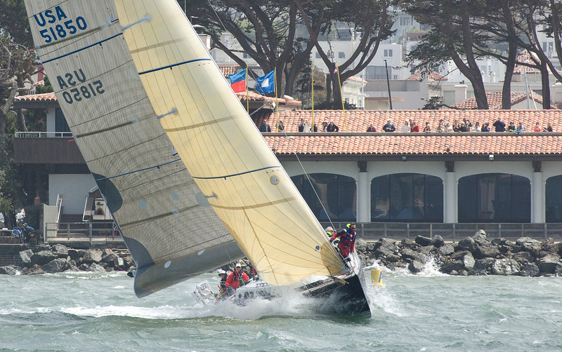 Morpheus preparing for the start in front of the St. Francis Yacht Club.
