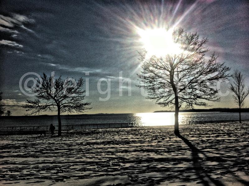 I didn't run so well this morn but I did get a nice image. #winter #snow #ocean #sunrise