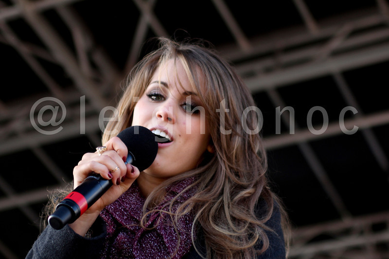 I think @angieai12 is looking right at me #idol #americanidol #dreambig #dreamers Photo by @leightonoc #angiecomeshome