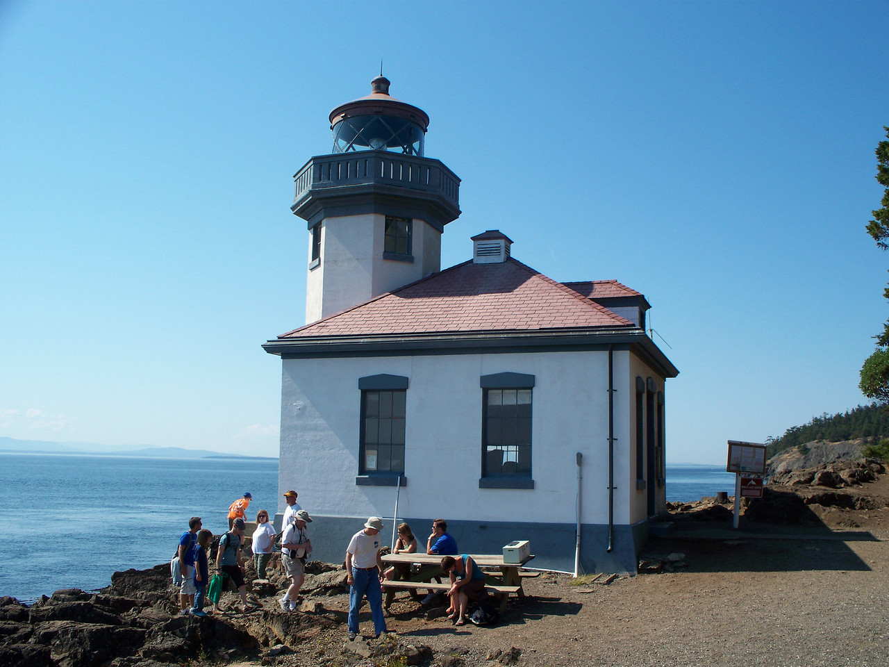 We drove to Lime Kiln Park on the west side of San Juan Island.  Orcas (killer whales) are frequently seen from this point, but we didn't see any whales.  This is the lighthouse.  (photo by Sonia)