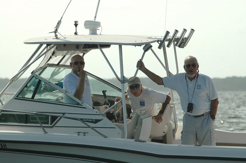 Judge boat. Tom O'Connell, David Hazlehurst