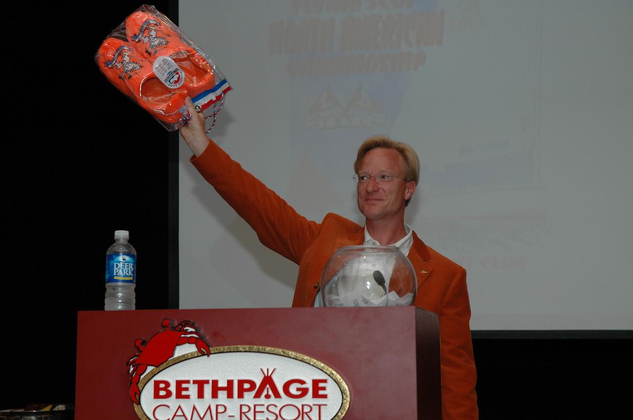 "Hans Noordanus with the ""Happy Feet"" award."