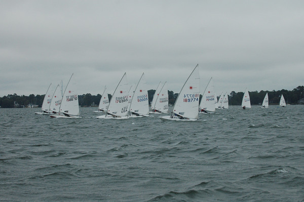 Fleet sailing upwind on race 3