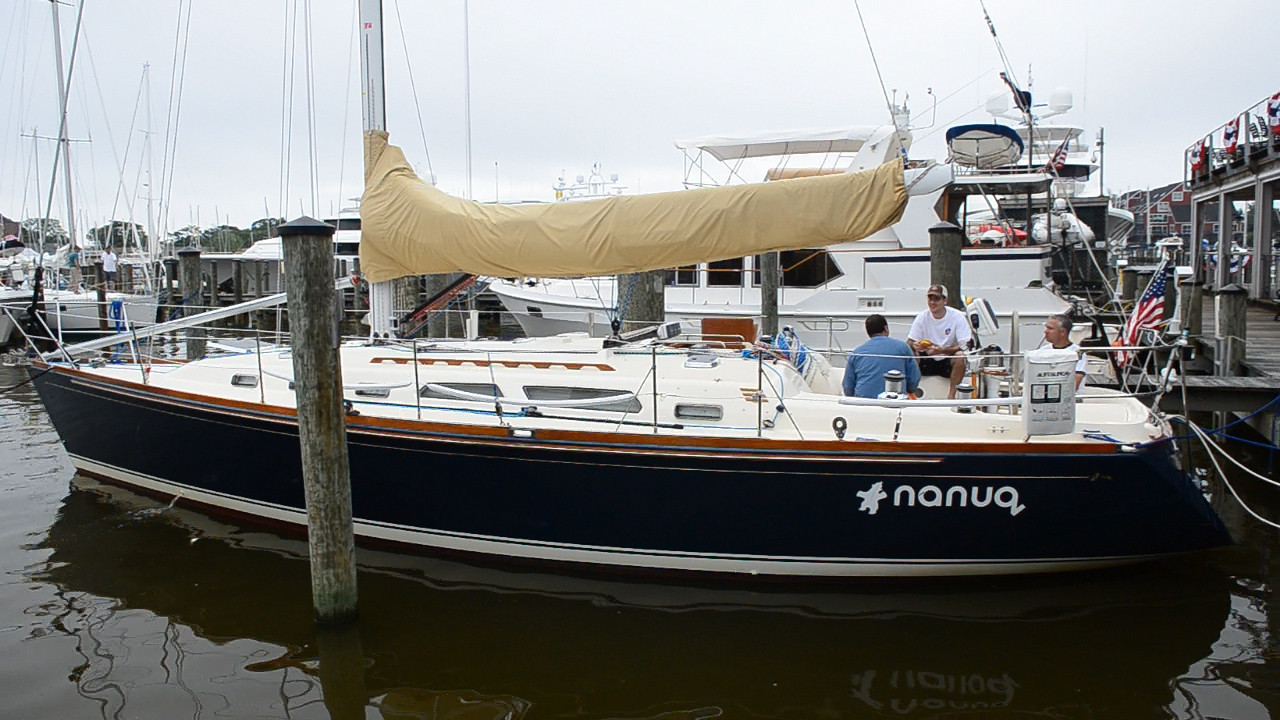 Nanuq sitting at the dock before the race.