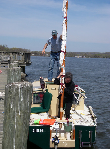 Patrick and Judy stepping the mizzen mast.