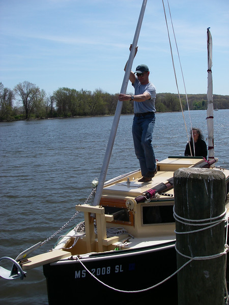 And up goes the mainmast, thanks to Patrick!