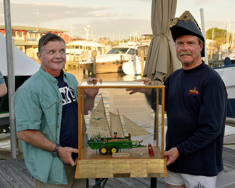 Capt Malcolm Hobson of Bay Poet with Commodore Ondra and 1st Place Trophy