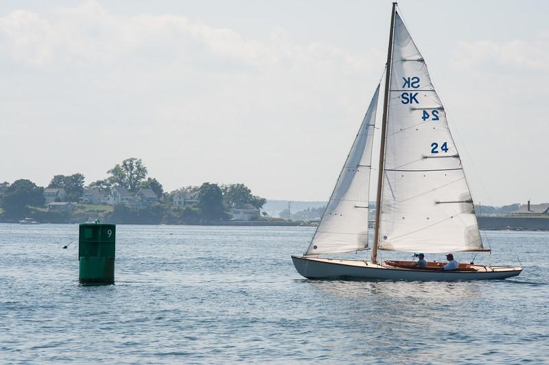 Moonshadow  rounding to Port instead of Starboard