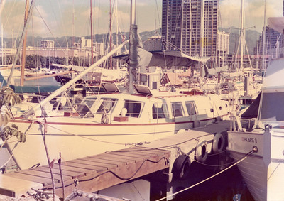 Lapworth design Cal Cruising 46 in Honolulu.