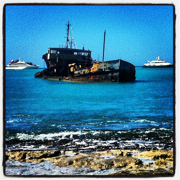 I'm buying the one in the middle. Have a bit of corrosion to deal with. @stmaartentravel @ilesaintmartin #yachts #stmaarten