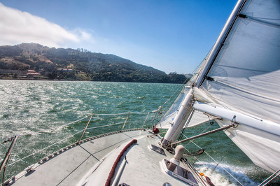 listing-sail-boat