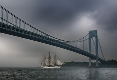 Cisne Branco under the Verrazano Bridge