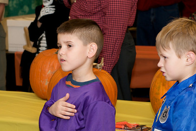 Cub Scouts Pumpkin Carving  2009-10-22  34