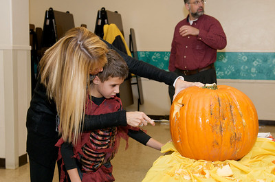 Cub Scouts Pumpkin Carving  2009-10-22  24