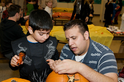 Cub Scouts Pumpkin Carving  2009-10-22  20