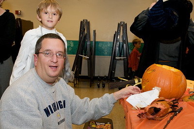 Cub Scouts Pumpkin Carving  2009-10-22  29