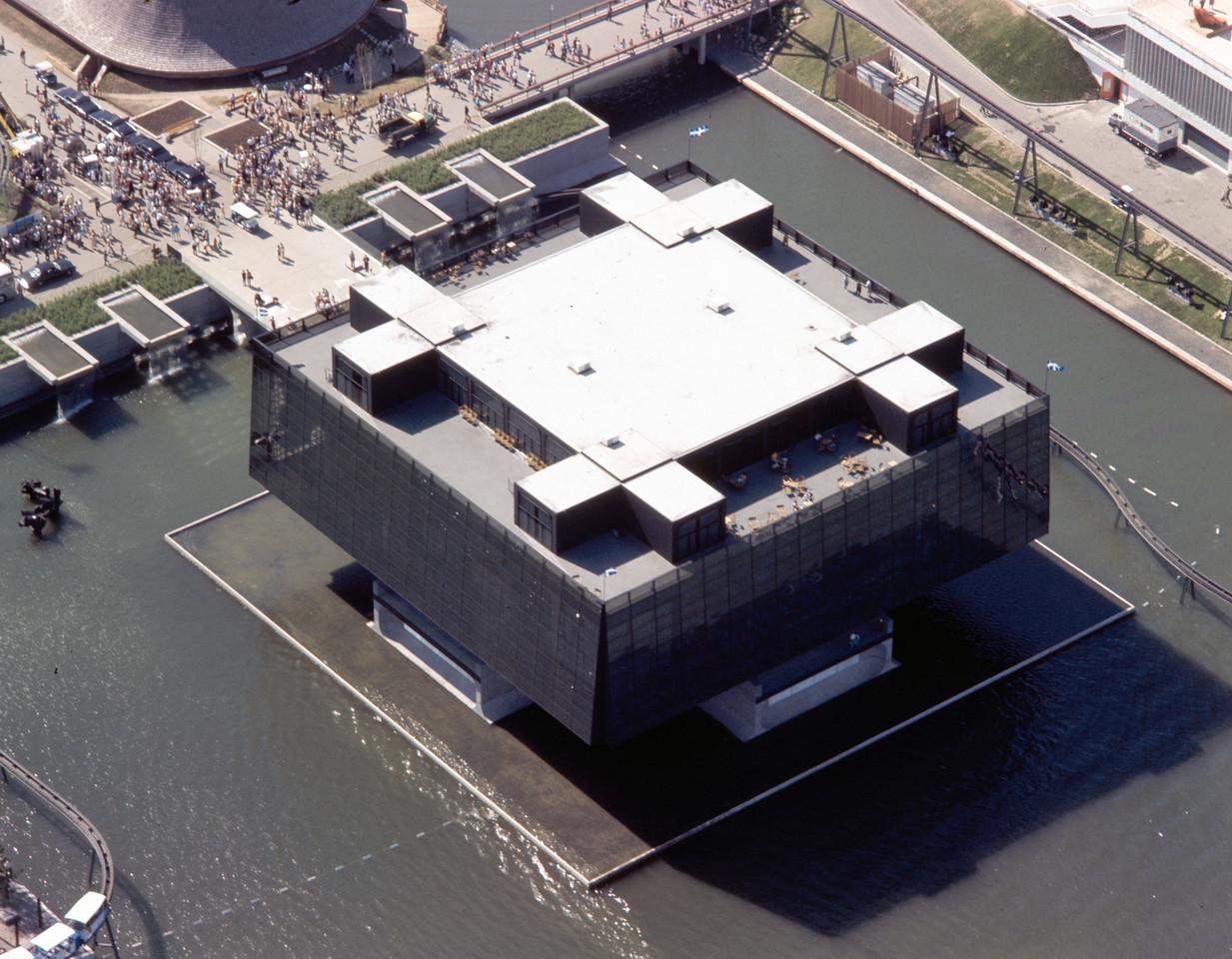 7 - Vue aérienne du pavillon du Québec à l'Expo 67