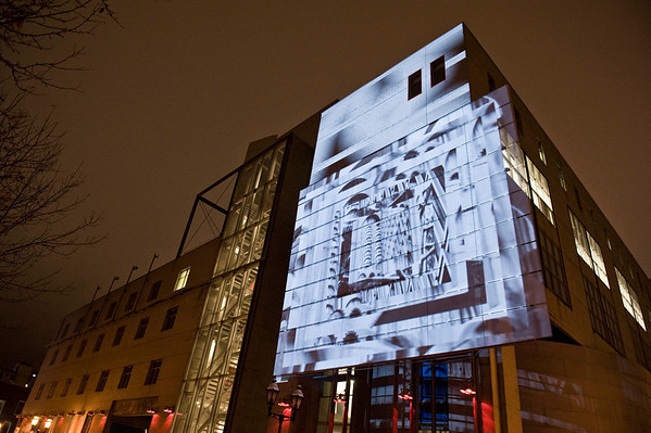 Mise en lumière de la façade du pavillon de design_1112