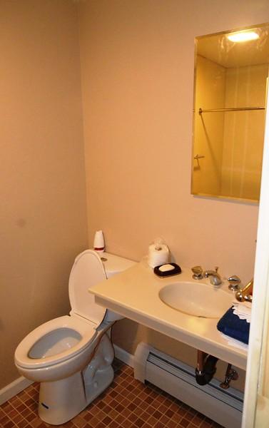 Claus Bathroom Fixtures