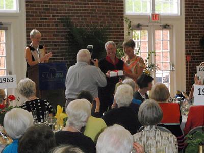 Liz receives Alumnae Award from Dr. Pauly (Salem College President)