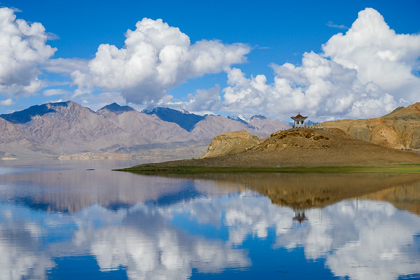 Landscapes and reflections in Northern Tibet
