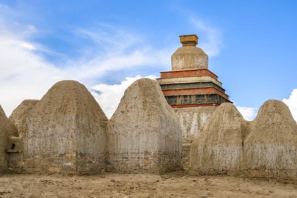 Stupas at Tholing Monastery