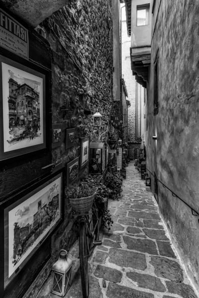 B&W Art Alley