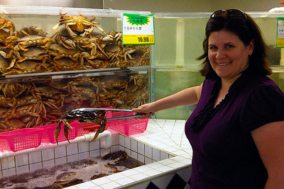 Darcie grabs a crab at T&T Supermarket in Pacific Mall.