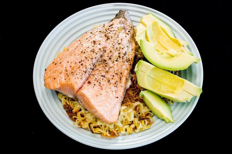 Salmon and avocado on crispy noodles