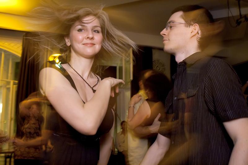 Kösz Betti a képeket, Elenának pedig a táncot!