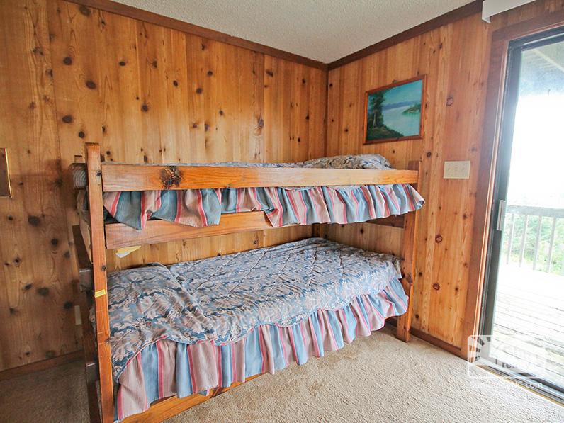 Bunk Bed in Queen Bedroom