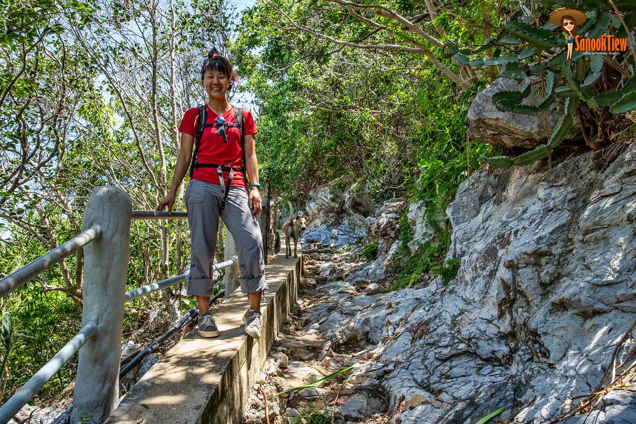 เส้นทางเดินจาก หาดบางปู ไปยัง หาดแหลมศาลา เดินเลียบวิวทะเลตลอดทางเลยค่ะ