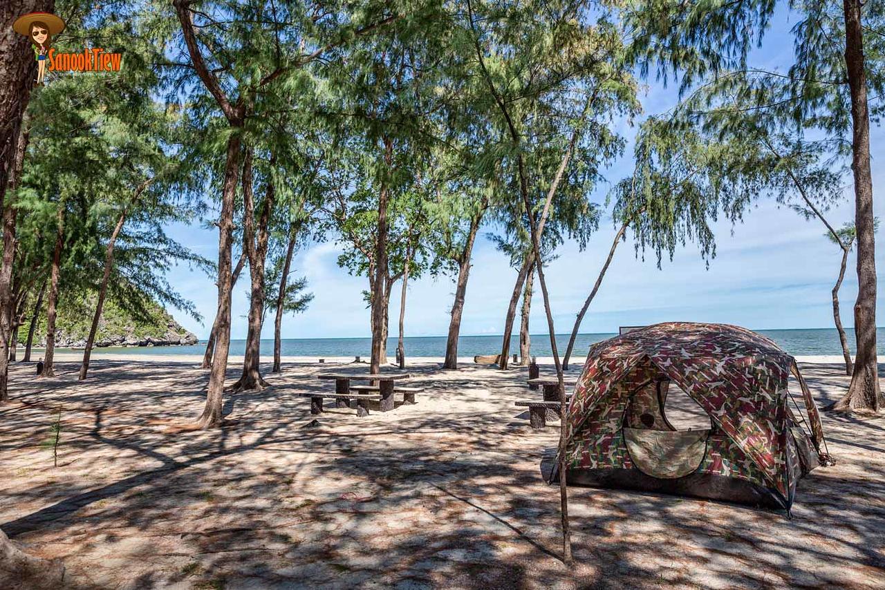 ลานกางเต็นท์ ที่ หาดสามพระยา