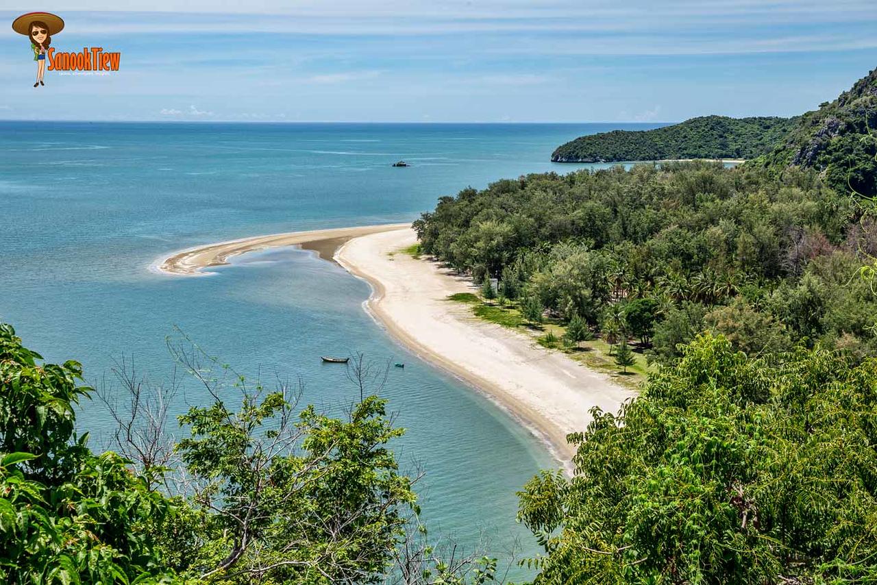 ถ้านั่งเรือไป ก็จะพลาดวิวความงามของ หาดแหลมศาลา จาก เส้นทางเดินธรรมชาติจาก หาดบางปู แบบนี้นะคะ