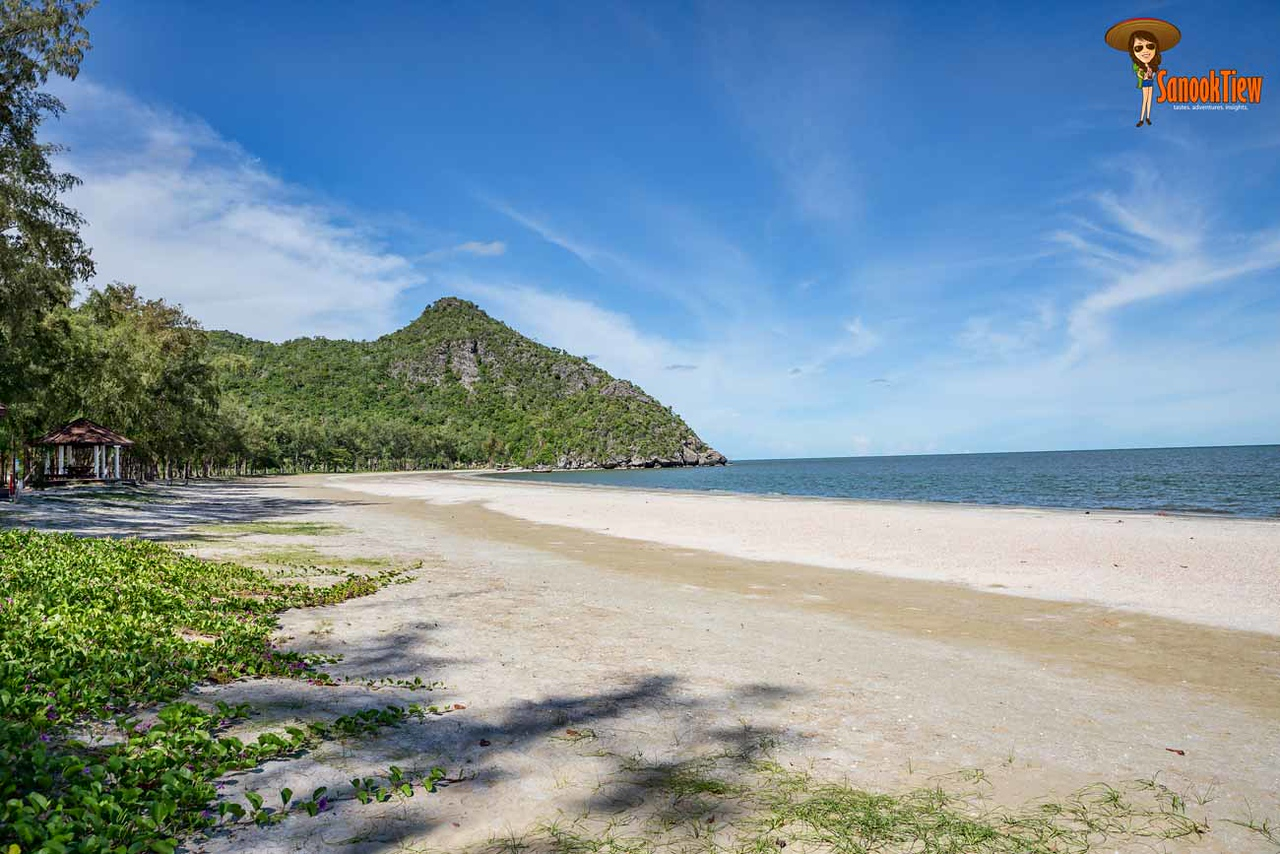 หาดสามพระยา หาดกว้าง ทรายสวย น้ำใส