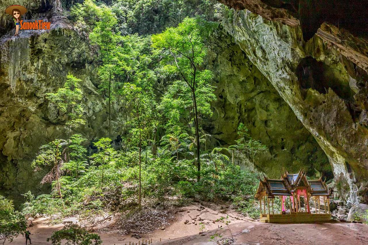 พระที่นั่งคูหาคฤหาสน์ ใน ถ้ำพระยานคร อุทยานแห่งชาติเขาสามร้อยยอด ประจวบคีรีขันธ์