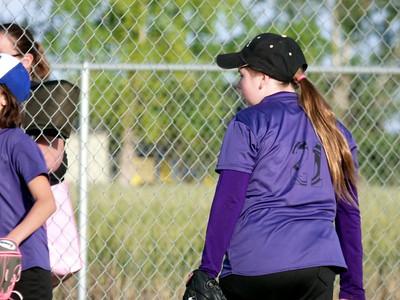Samantha plays Softball 2016