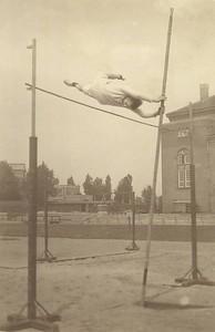 Friðrik Jesson í stangastökki í Kaupmannahöfn 1924.