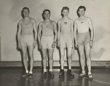 Sveit Ármanns sem setti íslenskt með í 4 x 1500 m boðhlaupi á innanfélagsmóti félagsins sem var haldið 21. ágúst 1945.  Frá vinstri: Sigurgeir Ársælsson, Gunnar Gíslason, Stefán Gunnarsson og Hörður Hafliðason.