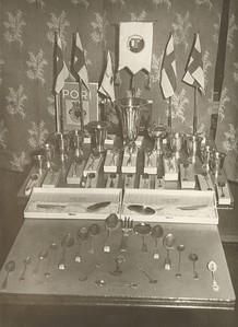 Verðlaun þau sem Frjálsíþróttamenn Ármanns unni í Finnlandi 1954.
