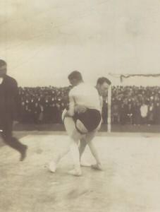 Íslandsglíma 1919. Bjarni Bjarnason og Tryggvi Gunnarsson glíma í Íslandsglímu 1919.