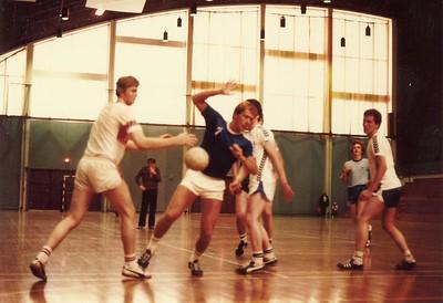 Handboltaleikur í Laugardalshöllinni.  Eitthvern tíman á milli 1962 - 1980. Sumaríþróttahátíð ÍSÍ 1980.